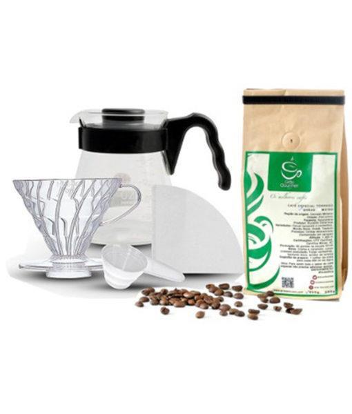 Kit Café Hario V60 com suporte, filtro, recipiente e café especial.