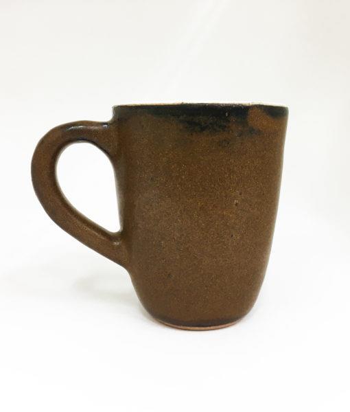 caneca de cerâmica marrom