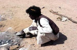 Tribo Beja Egito preparando brasa